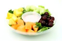 Bandeja y yogur de la pequeña fruta Fotos de archivo libres de regalías