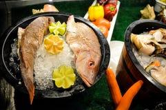 Bandejas deliciosas do marisco Fotografia de Stock Royalty Free