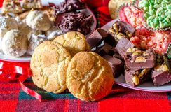 Bandejas dulces para el donante del regalo de la Navidad Fotos de archivo libres de regalías