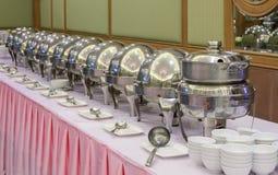 Bandejas heated de la comida fría listas para el servicio Fotografía de archivo