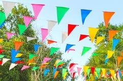 Banderín colorido en hojas Foto de archivo libre de regalías