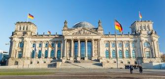 Bandera alemana con Reichstag Fotografía de archivo