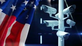 Bandera americana al lado de las cámaras de seguridad