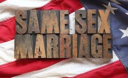 Bandera americana con las mismas palabras de la boda del sexo Foto de archivo libre de regalías