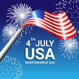 Bandera americana con los fuegos artificiales para el Día de la Independencia de los E.E.U.U. Imagen de archivo libre de regalías