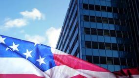 Bandera americana contra ciudad