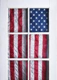 Bandera americana detrás de la puerta Imagen de archivo libre de regalías