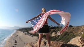 Bandera americana en California almacen de metraje de vídeo