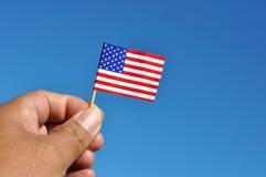 Bandera americana en cielo azul Foto de archivo libre de regalías