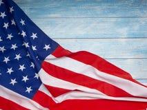 Bandera americana en de madera azul fotos de archivo libres de regalías