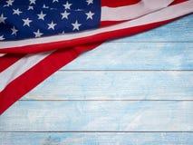 Bandera americana en de madera azul fotografía de archivo libre de regalías