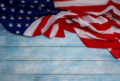 Bandera americana en de madera azul foto de archivo libre de regalías
