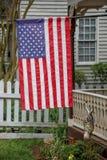 Bandera americana en distrito histórico Fotografía de archivo