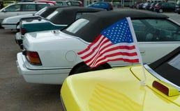 Bandera americana en el coche Foto de archivo libre de regalías