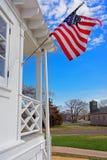 Bandera americana en el housemuseum de Sandy Hook Light Foto de archivo libre de regalías