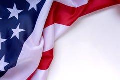 Bandera americana en fondo blanco llano con el espacio para el texto Foto de archivo libre de regalías