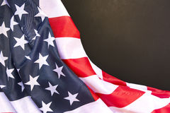 Bandera americana en fondo de la parte posterior del llano con el espacio para el texto Fotografía de archivo