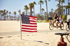 Bandera americana en la playa de Venecia Imagenes de archivo