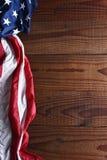 Bandera americana en la vertical de madera Fotos de archivo libres de regalías