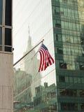 Bandera americana en New York City fotos de archivo