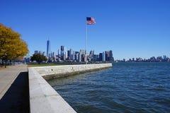 Bandera americana en New York City los E.E.U.U. imagenes de archivo