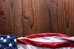 Bandera americana horizontal en la madera Imagenes de archivo