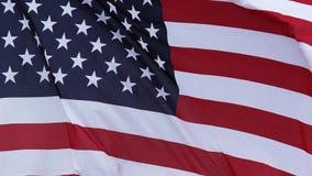 Bandera americana que agita en el viento,