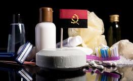 Bandera angolana en el jabón con todos los productos para la gente Imagenes de archivo