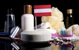 Bandera austríaca en el jabón con todos los productos para la gente Imagen de archivo