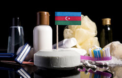 Bandera azerbaiyana en el jabón con todos los productos para la gente Imagen de archivo