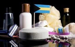 Bandera bahamense en el jabón con todos los productos para la gente Fotografía de archivo libre de regalías