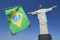Bandera brasileña en Corcovado Rio de Janeiro Fotos de archivo
