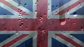 Bandera británica con las gotas de agua almacen de video