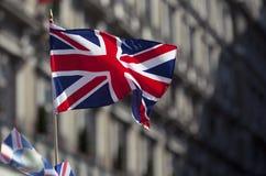 Bandera británica en el viento Imagen de archivo