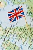Bandera BRITÁNICA en mapa Foto de archivo libre de regalías