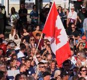 Bandera canadiense en las ceremonias de inauguración del Triathlon Imágenes de archivo libres de regalías