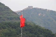 Bandera china en la Gran Muralla Imágenes de archivo libres de regalías