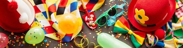 Bandera colorida del carnaval con los accesorios del partido Imagenes de archivo