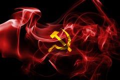Bandera comunista del humo imagen de archivo