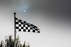 Bandera a cuadros en un evento del motorsport foto de archivo