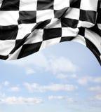 Bandera a cuadros y cielo Imagenes de archivo