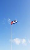 Bandera cubana que agita en el aire Fotos de archivo libres de regalías