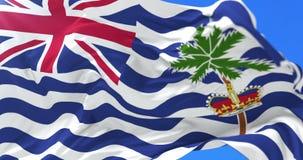 Bandera de agitar indio británico en el viento en lento con el cielo azul, lazo