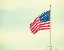Bandera de América en el cielo Imagen de archivo libre de regalías