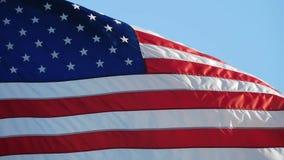 Bandera de América en el viento almacen de video