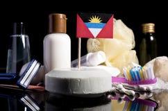 Bandera de Antigua y de Barbuda en el jabón con todos los productos para la gente Fotos de archivo libres de regalías