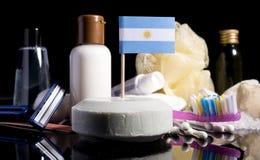 Bandera de Argentina en el jabón con todos los productos para la gente Imagenes de archivo