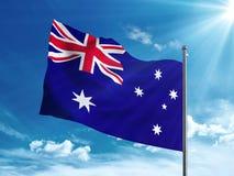 Bandera de Australia que agita en el cielo azul Imágenes de archivo libres de regalías