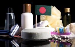 Bandera de Bangladesh en el jabón con todos los productos para la gente Fotos de archivo libres de regalías
