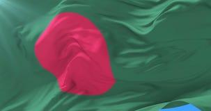 Bandera de Bangladesh que agita en el viento en lento con el cielo azul, lazo